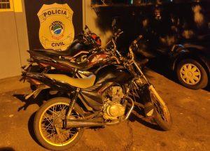 Três motocicletas são apreendidas e jovens detidos por direção perigosa, em Ribas do Rio Pardo