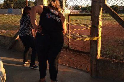 DE OLHO NO CORONAVÍRUS – Campo de futebol lacrado, notificações de estabelecimentos e dispersão de aglomerações marcam feriado e fim de semana em Três Lagoas