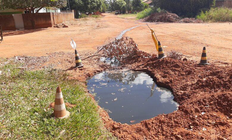 Polícia Militar Ambiental de Jardim interdita lava-jato e autua proprietário em R$ 5 mil devido a lançamentos de efluentes sem tratamento à rua e em uma vala perturbando os vizinhos |