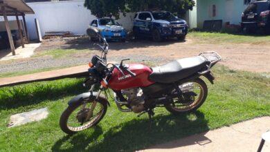 Foto de Polícia Militar prende jovem por receptação, desacato e resistência e recupera motocicleta furtada em Pedro Gomes |