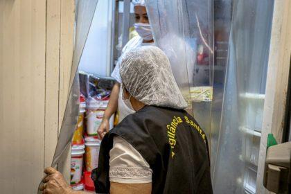 Trabalhando de domingo a domingo à exaustão, servidores de carreira da Vigilância Sanitária de Três Lagoas buscam assegurar a saúde dos três-lagoenses