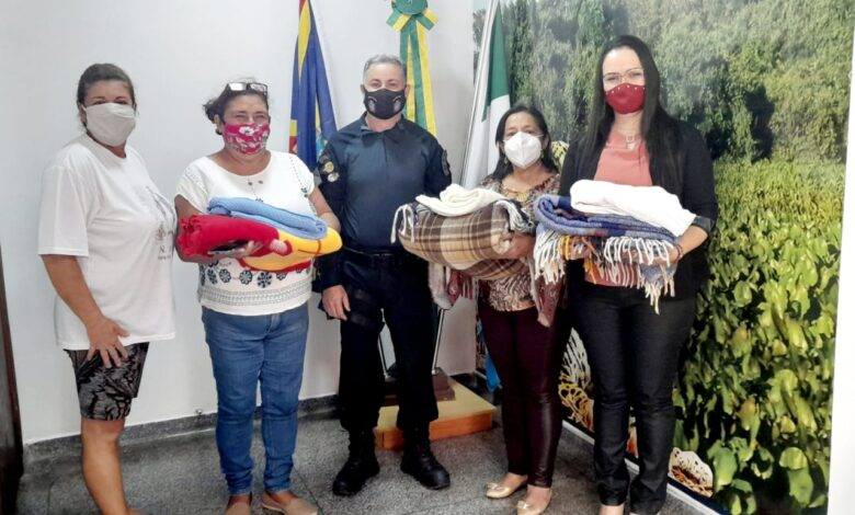 PM de Corumbá arrecada meia tonelada de agasalhos e entrega às famílias carentes na área rural |