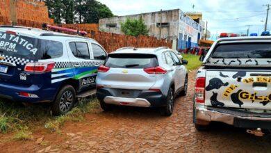 Foto de PM e PN recuperam na fronteira veículo roubado em São Paulo |