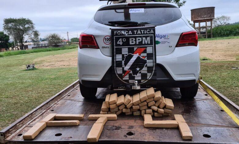 Polícia Militar recupera veículo roubado e apreende 46 tabletes de maconha |