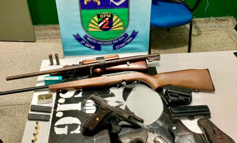 Polícia Militar de Água Clara em ação conjunta com a Polícia Civil prende 05 indivíduos por Associação Criminosa Armada e apreende 05 armas de fogo e munições.  |