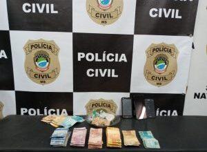Foto de Policiais civis apreendem drogas e dinheiro em cumprimento a mandado de busca e apreensão