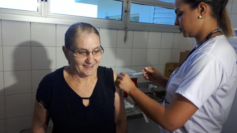Vacinação contra Influenza estará aberta para todos os públicos alvos neste sábado | CGNotícias