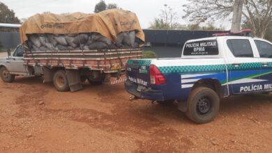 Foto de Polícia Militar Ambiental de Bela Vista apreende caminhão com 16 m³ de carvão ilegal e aplica multa de R$ 4,8 mil em carvoeiro |
