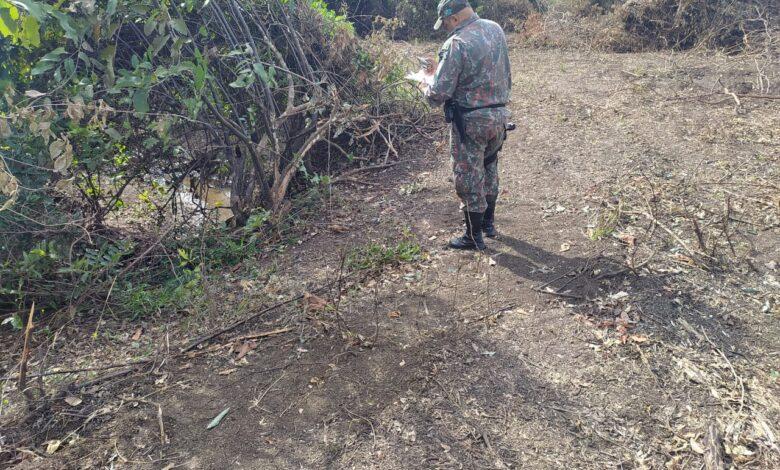 Polícia Militar Ambiental de Miranda autua infrator em R$ 5 mil por desmatamento ilegal de vegetação protegida de matas ciliares de córrego urbano |