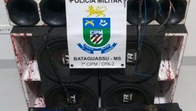 Foto de Durante operação contra a perturbação do sossego em Bataguassu, Polícia Militar apreende aparelhagem de som automotivo e encaminha infrator a Delegacia. –